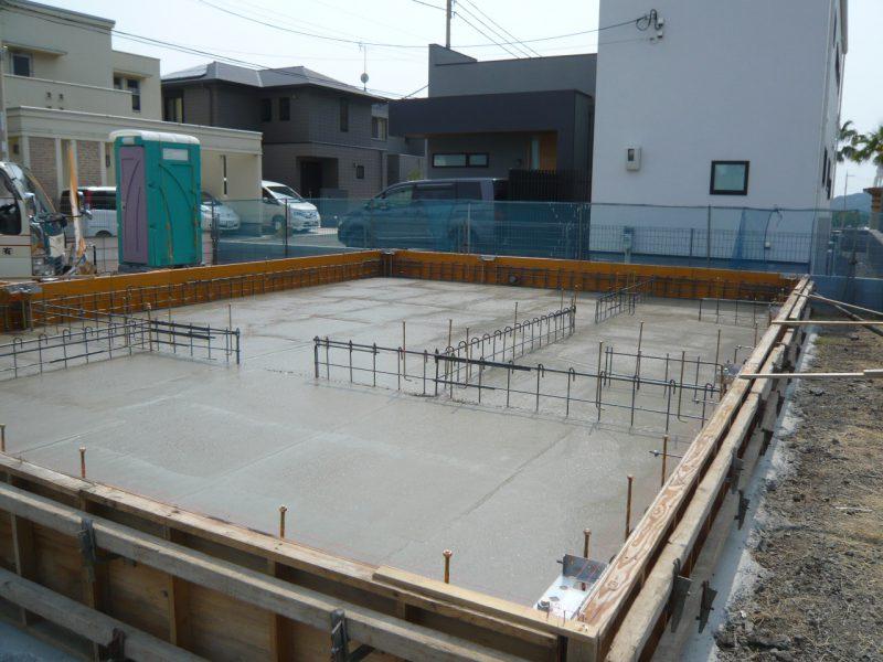 「コンクリート強度に要注意!夏場の住宅・基礎工事の注意点」