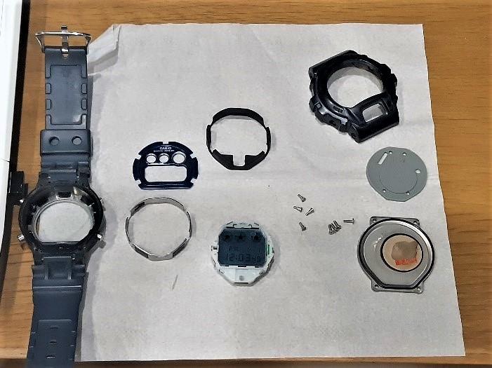時計のメンテナンス作業